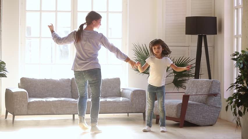 लॉकडाउन में अपने बच्चे को व्यस्त रखने के 6 तरीके